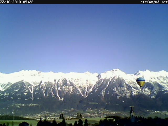 Heißluftballon überfliegt Sistrans im Tiefflug