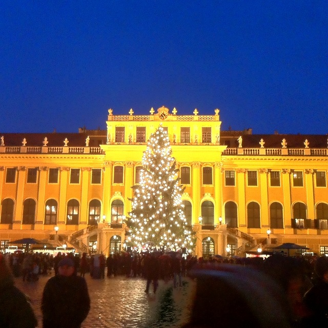 Adventmarkt im Schloss Schönbrunn in Wien