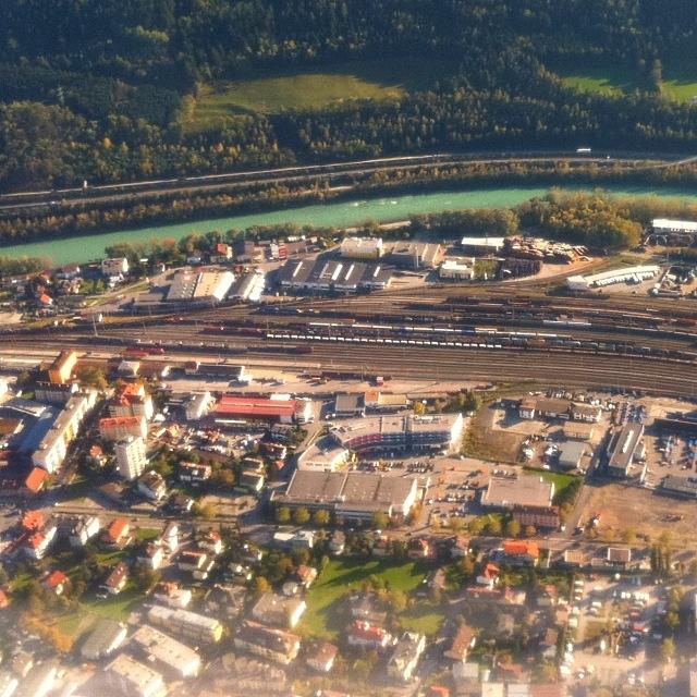 Luftbild vom Bahnhof Hall in Tirol