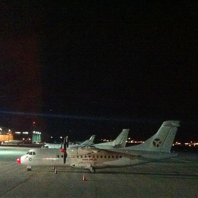Flugzeug LY-ARI am Flughafen Innsbruck (Danish Air Transport DAT)
