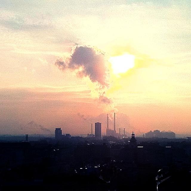 Sonnenaufgang in Wien mit Smog