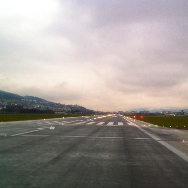 Start- und Landebahn des Innsbrucker Flughafen