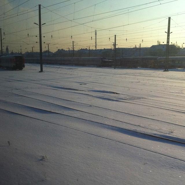 Schneebedeckte Gleise am Wiener Westbahnhof