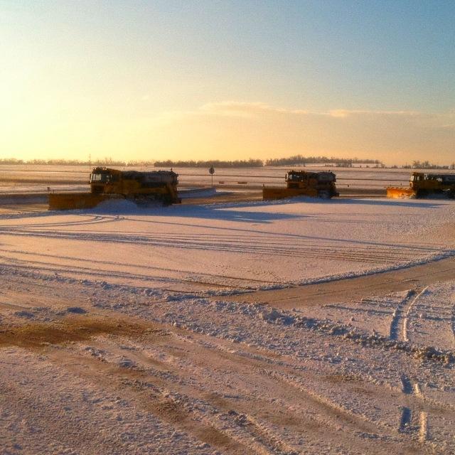 Schnee am Rollfeld (2 von 2)