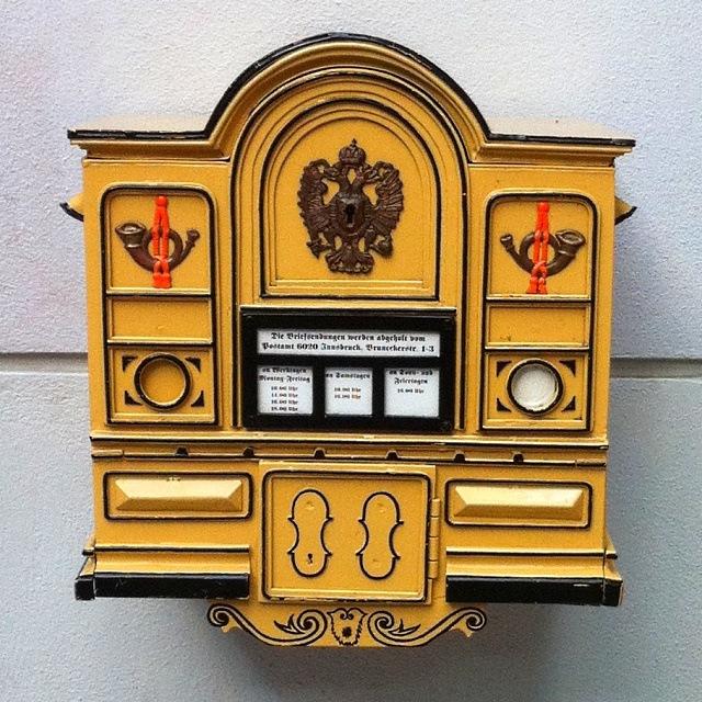 Historischer Postkasten in der Innsbrucker Rathaus Gallerie